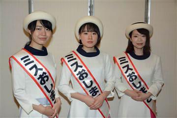 2019年度のミスおしまこに選ばれた(左から)成田さん、工藤さん、甲地さん