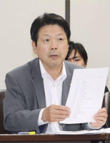 記者会見する元法相の平岡秀夫氏=31日午後、東京・霞が関の司法記者クラブ