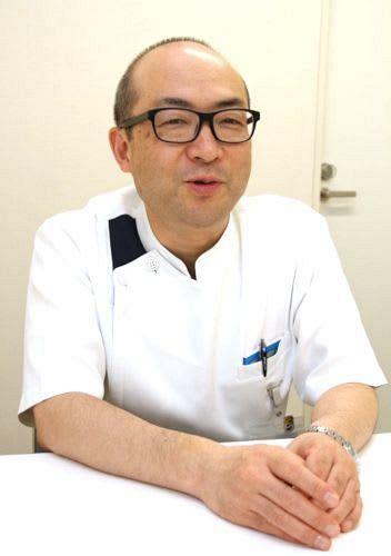 COPDの症状や治療法などについて話す友田医師
