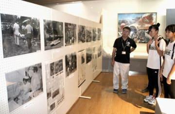 米軍戦闘機墜落事故から60年となるのを前に始まった写真や遺品類を紹介する企画展=1日午前、沖縄県うるま市立石川歴史民俗資料館