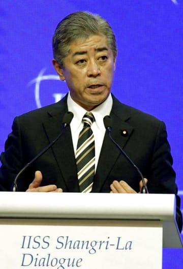 「アジア安全保障会議」で講演する岩屋防衛相=1日、シンガポール(共同)