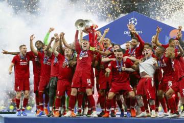欧州チャンピオンズリーグで優勝し、喜ぶリバプールの選手たち=マドリード(ゲッティ=共同)