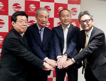 左からソラミツの宮沢正和・SORAディレクター、クオンタムリーブの出井伸之CEO、THE Linux Foundationの福安徳晃氏、Hyperledger理事の長 稔也氏