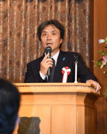 講演する北朝鮮による拉致被害者の蓮池薫さん=1日午後、柏市