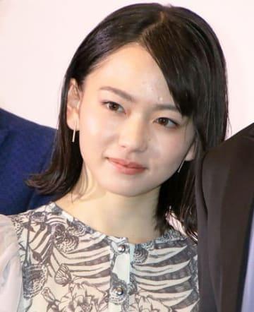 映画「小さな恋のうた」の公開記念舞台あいさつに登場した山田杏奈さん