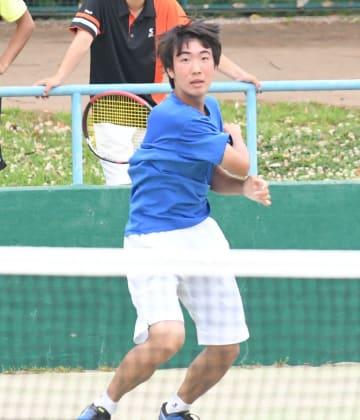 男子団体で優勝した東京学館浦安の村松=2日、千葉県総合スポーツセンター