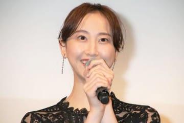 映画「女の機嫌の直し方」の完成披露舞台あいさつに登場した松井玲奈さん