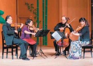 シューベルトの大作を奏でる(左から)豊嶋泰嗣、竹沢恭子、原田禎夫、川本嘉子=2日午後、大分市平和市民公園能楽堂(🄫nobuhiro wakiya)