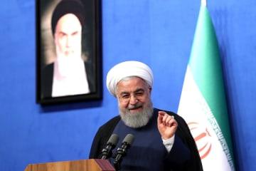 演説するイランのロウハニ大統領=2日、テヘラン(イラン大統領府提供・ゲッティ=共同)