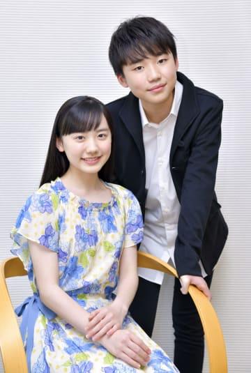 芦田愛菜(左)と石橋陽彩