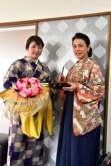 「アートマカオ2019」に参加する今井さん(右)と藤間さん