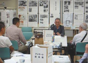 少年兵として長崎市で被爆者の救助にあたった経験を話す岩永さん(写真中央)=京都市中京区・こどもみらい館