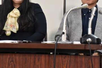 提訴後に開いた会見に参加した原告(2019年4月8日、弁護士ドットコム撮影、東京都)