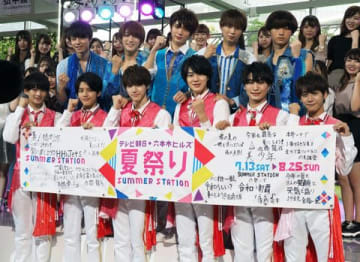 「テレビ朝日・六本木ヒルズ 夏祭り SUMMER STATION」のキックオフイベントに登場した「HiHi Jets」と「美 少年」
