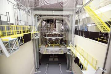 熱真空試験を実施するジェームズ・ウェッブ宇宙望遠鏡の宇宙船部分 (c) Northrop Grumman