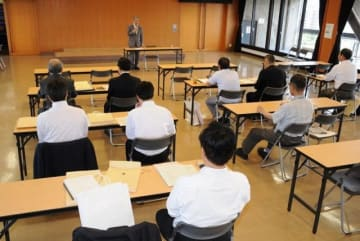 参院選岡山選挙区の立候補予定者らを対象にした県選管の説明会