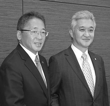 次期社長の山崎高嗣副社長(左)と山崎智久社長
