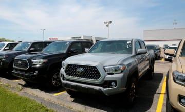 トヨタ販売店のピックアップトラック「タコマ」=2018年5月、米ミシガン州(ロイター=共同)