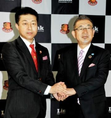 地域に根差したサッカークラブとして福島Uのさらなる飛躍を誓う須佐会長(右)と鈴木社長