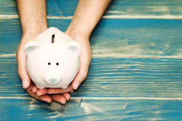 平均貯蓄額は、生活実感とかけ離れていると捉える人も少なくありません。ニュース的な数字だけではなく、発表されたデータから真実に迫ってみました。