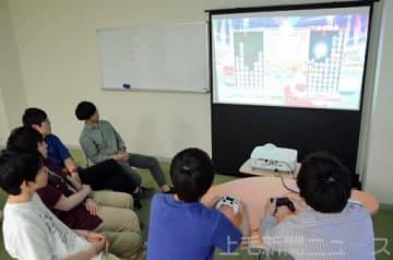 「ぷよぷよ」をプレーする群馬大同好会の学生たち