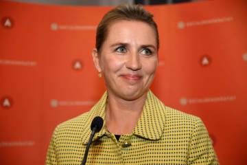 デンマークの首都コペンハーゲンで演説する社会民主党のフレデリクセン党首=6日(ロイター=共同)