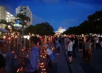 昨年6月、沖縄戦「慰霊の日」に合わせて開かれた「なは新都心竹あかり」=那覇市(赤崎隆三郎さん提供)