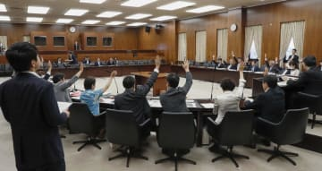 障害者雇用促進法改正案を全会一致で可決した参院厚労委=6日午後