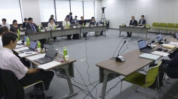「行政事業レビュー」の公開点検作業=6日午後、東京・霞が関