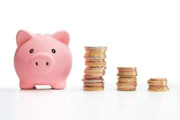 2019年5月発表の総務省統計局の「家計調査報告(貯蓄・負債編)」(2018年調査)。ここから実際の貯蓄事情を紐解くと、必ずしも「年収が高いから貯蓄が多いとはいえない」ことが見えてきます。