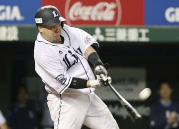 5回西武無死、山川が左越えに2打席連続本塁打を放つ=メットライフドーム