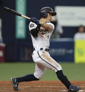 4回オリックス1死二塁、福田が右翼線に適時二塁打を放つ=京セラドーム