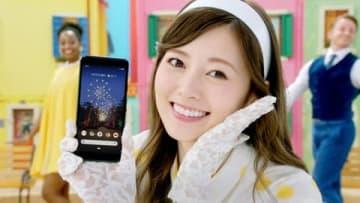 「乃木坂46」の白石麻衣さんが出演するソフトバンクの新CM「Google Pixel 3a『半額ブギウギ』篇」の一場面
