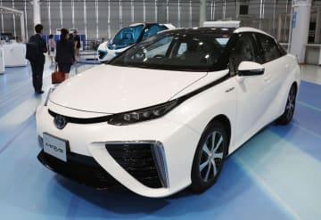トヨタ自動車の燃料電池車「MIRAI」=7日午前、東京都江東区