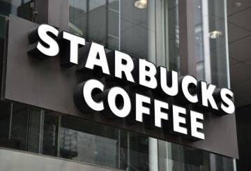 スターバックスコーヒーの看板=東京都中央区