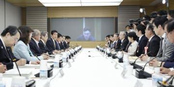 首相官邸で開かれた高度情報通信ネットワーク社会推進戦略本部・官民データ活用推進戦略会議合同会議=7日午後