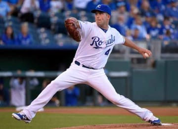 KANSAS CITY, MO - SEPTEMBER 29: Danny Duffy #41 of the Kansas City Royals throws in the first inning against the Minnesota Twins at Kauffman Stadium on September 29, 2016 in Kansas City, Missouri. (Photo by Ed Zurga/Getty Images)