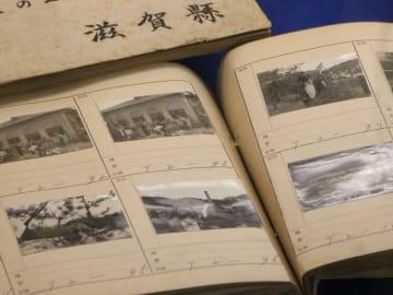 昭和天皇や「日の丸」を持つ信楽焼のタヌキなどが写る1951年の写真(滋賀県庁県政史料室)