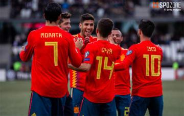 4ゴールを挙げたスペインが予選3連勝を達成