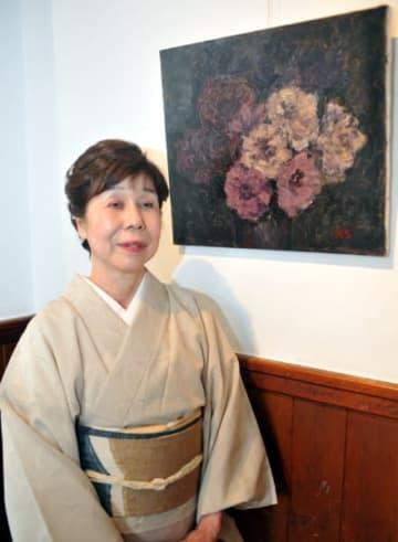 油彩画の個展を開いている西條慶子さん