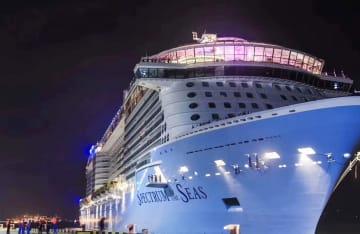 新造大型客船「スペクトラム・オブ・ザ・シーズ」 中国の母港へ到着