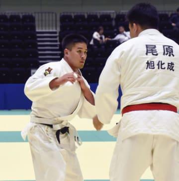 優勝に貢献した日本中央競馬会のベイカー茉秋(左)=高崎アリーナ