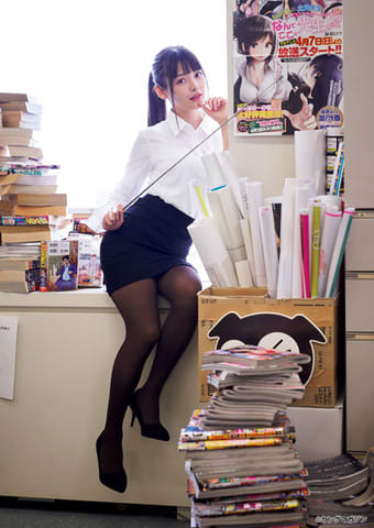 「週刊ヤングマガジン」第28号に登場した上坂すみれさん(C)蘇募ロウ+大江麻貴/ヤングマガジン