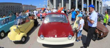 ミンスクでクラシックカーの展示会