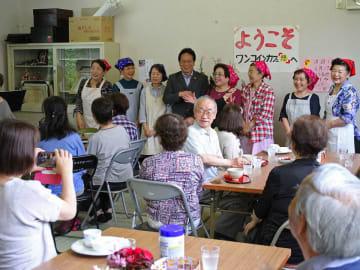 オープンした「ワンコインカフェ『憩』」の店内=美濃加茂市森山町、森山団地集会所
