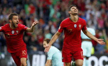 欧州ネーションズリーグ決勝、オランダ戦で先制ゴールを決め、喜ぶポルトガルのゲデス(右)=9日、ポルト(AP=共同)