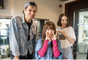 写真は(左から)ジョージ・ウィリアムズさん、aikoさん、安田レイさん