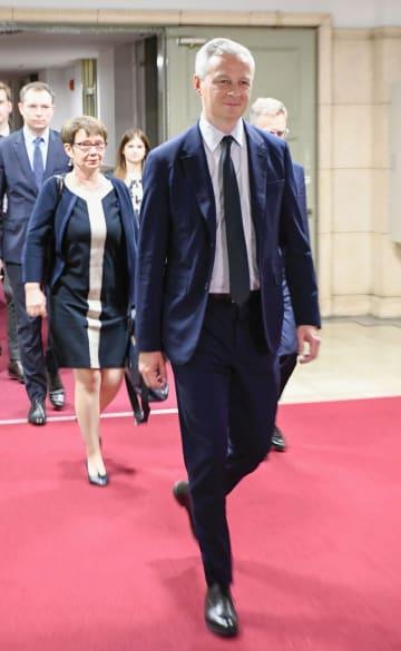 「日仏ハイレベル経済財政対話」に向かうフランスのルメール経済・財務相=10日午後、財務省