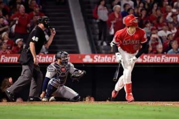 マリナーズ・菊池から3者連続となる本塁打を放ったエンゼルス・大谷翔平【写真:AP】