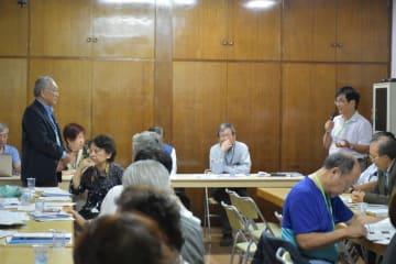 出席者から質問を受ける谷口実行委員長